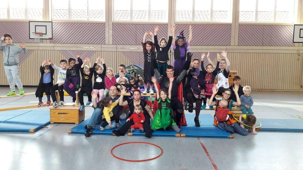 Die Turnabteilung hat zum Halloween-Familienturnen eingeladen